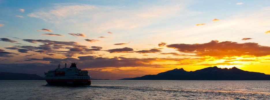 Hurtigruten - Meeting the Polarlys