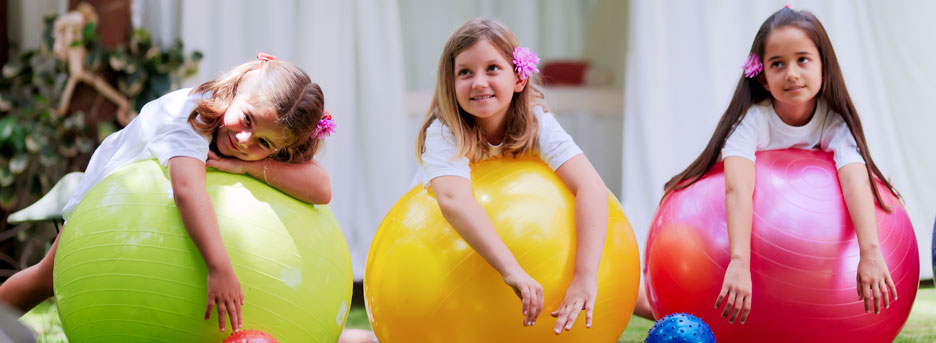 Abama - children playing with yoga balls